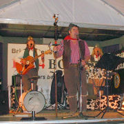 The Mangledwurzels in full flow during the evening session at the Bridgwater Carnival (3 Nov 2006)