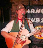 Seth Pitt takes the mic at The Mangledwurzels live album recording gig at Charlton Inn, Shepton Mallet (25 Nov 2006).