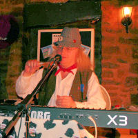 Jethro Tool singing about his Valley Girl at The Mangledwurzels live album recording gig at Charlton Inn, Shepton Mallet (25 Nov 2006).