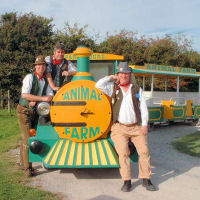 All aboard for The Mangledwurzels final set at the Animal Farm Adventure Farm in Berrow (27 Aug 2007)
