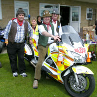 The Mangledwurzels with the Freewheelers at the Castle Cary Cavalcade Of Motoring (13th July 2008)