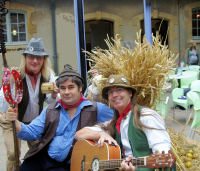 The Mangledwurzels relaxing at The Somerset Cheese, Chutney and Cider Fair at Hestercombe Gardens, Taunton (8/10/6)