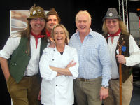 The Mangledwurzels chatting up celebrity chef Lesley Waters at the Frome Cheese Show (Sep 2009)